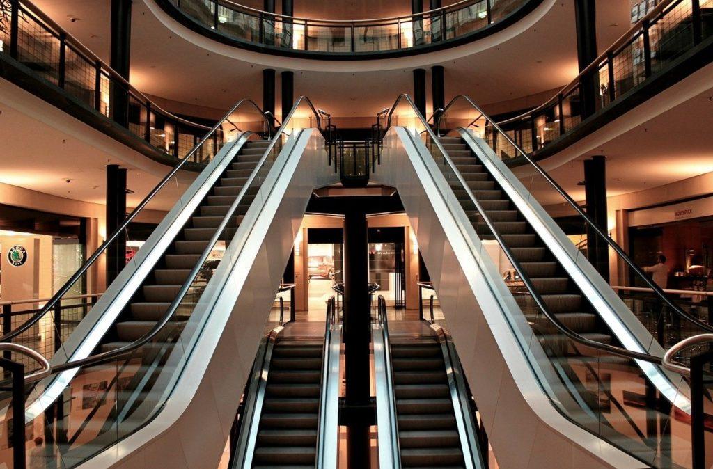 escalator 283448 1280 1024x674 - Освещение торговых центров