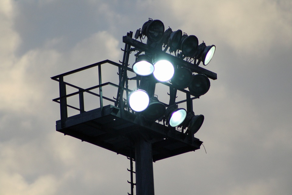 flood light 689253 960 720 - Освещение открытых площадок: специфика, особенности и правила