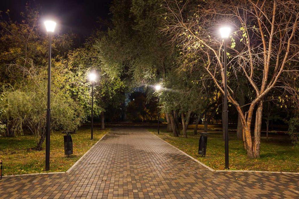 park6.png 1024x683 - Освещение и разновидности уличных светильников для парков и скверов